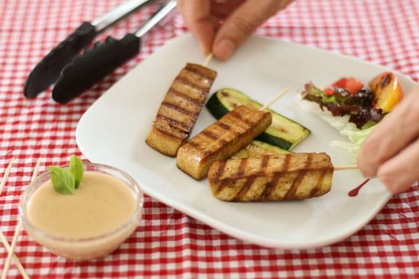 Livefit-Rezept: Saté-Spieße mit Tofu