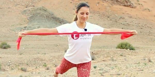 Pilates mit dem Theraband für die Arme