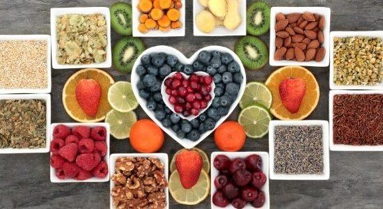 Gesunde Ernährung bei Stress: mit diesen Gewohnheiten umgehst du Heißhunger