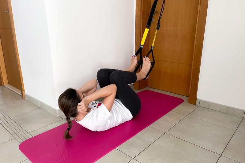 beste Sling Trainer Bauchübung - Crunches