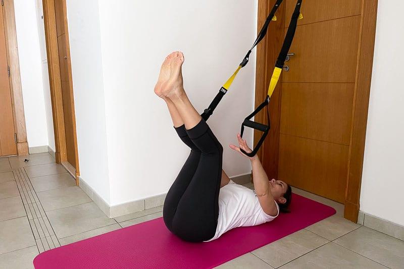 beste Sling Trainer Bauchübung - Reverse Butt Lift
